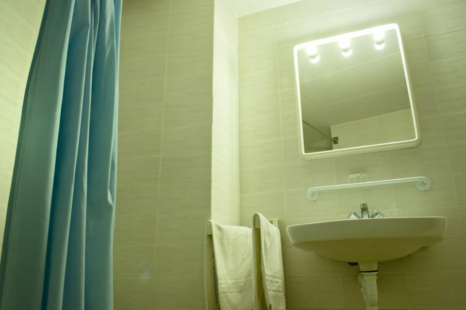 Bany de l'habitació de l'Hotel Parc de Roses (Costa Brava)