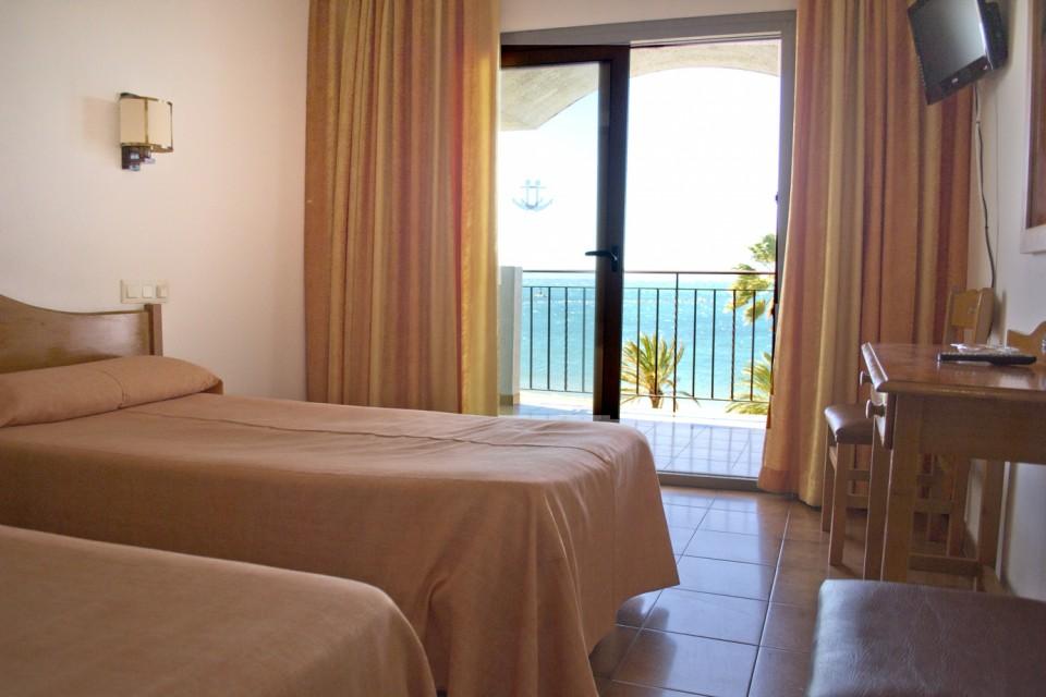 Habitació doble vistes al mar de l'Hotel Parc de Roses (Costa Brava)